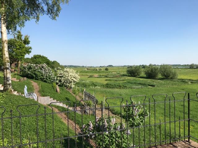 tuin en uitzicht op weiland weids b&b